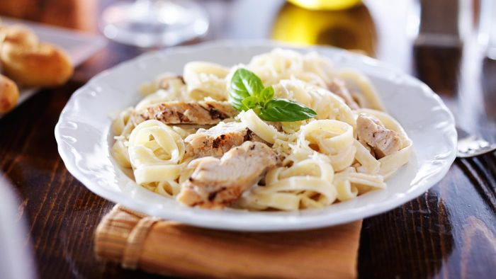 What Is a Basic Chicken Alfredo Recipe?