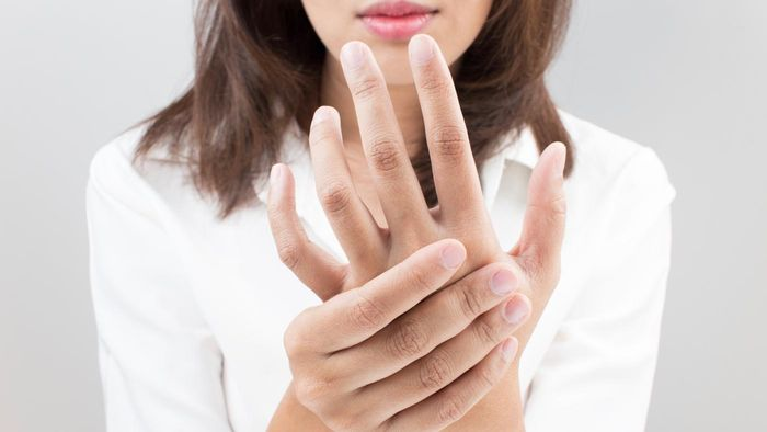 What Are Symptoms of Raynaud's Disease?
