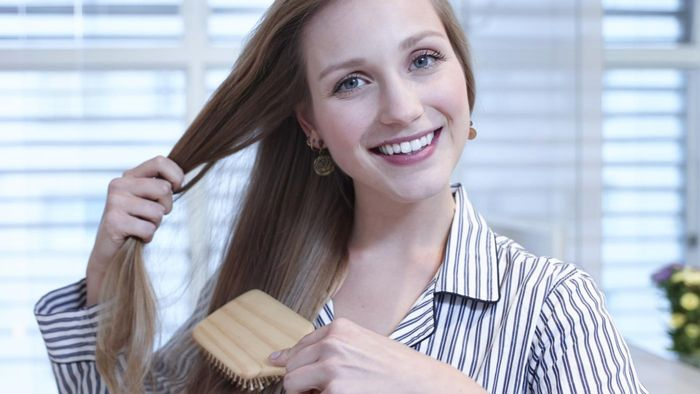 What Are Some Easy Hairstyles for Women With Long Hair?
