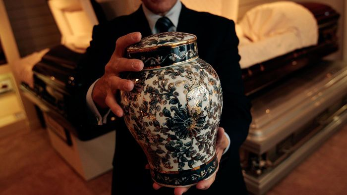 Is it appropriate to bury ashes after cremation?