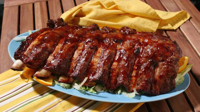 What Is a Good Recipe for Ribs in a Slow Cooker?
