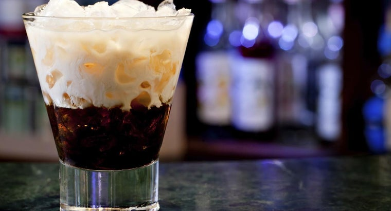 What Is the Recipe for a White Russian Drink?
