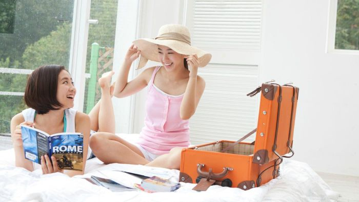 What are some useful tips when planning your travel itinerary?