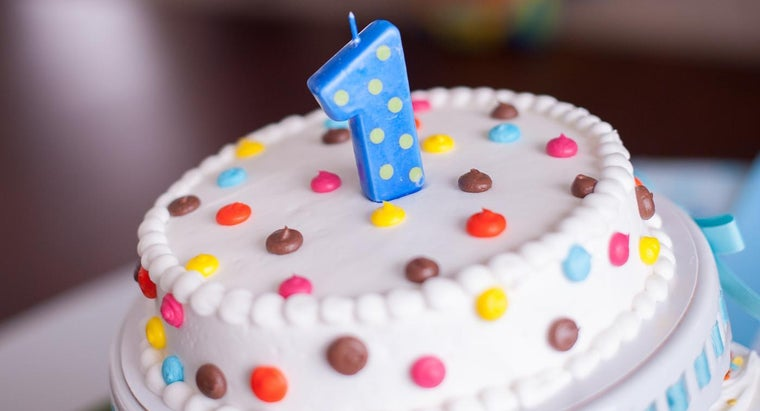 What Are Some Ideas for First-Year Birthday Cakes?