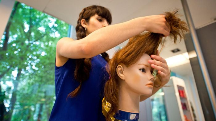 What Are Some Hairdressing Courses?