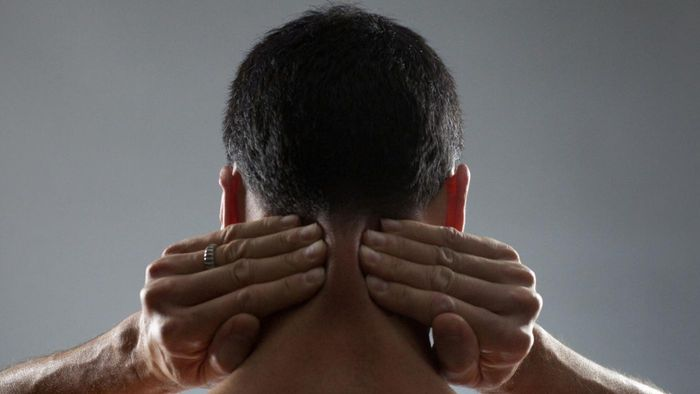 What Are the Symptoms of a Pinched Neck Nerve?