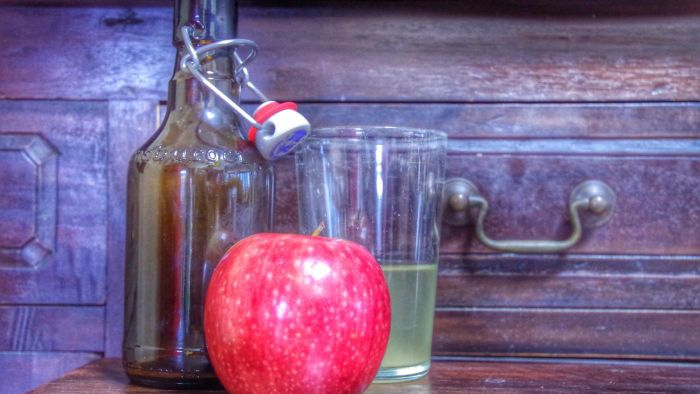 What Is a Recipe for Homemade Apple Wine?