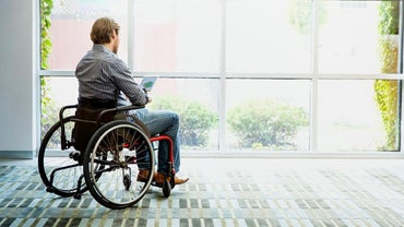 What Are the Symptoms of Adult Onset Muscular Dystrophy?