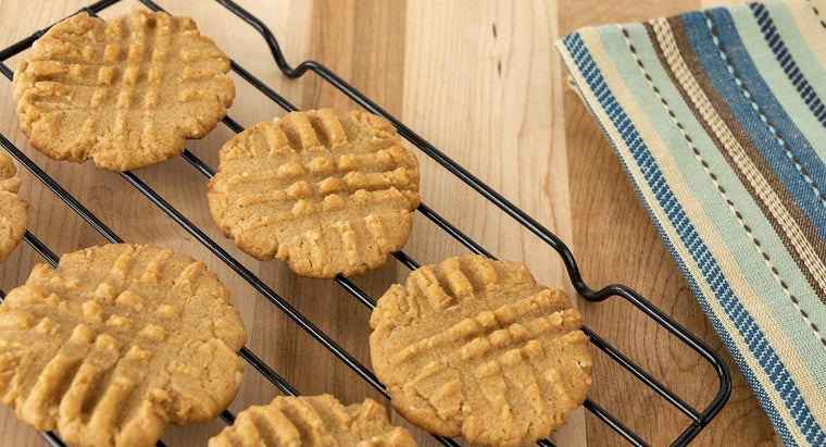 How Do You Make Simple Peanut Butter Cookies?