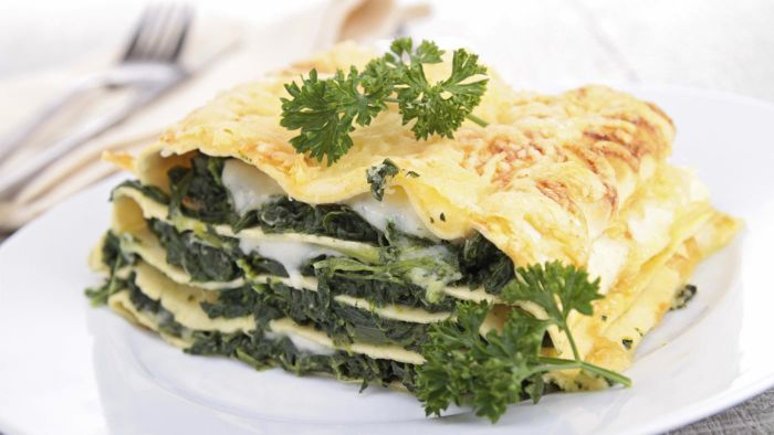 What Is an Easy Recipe for Spinach Lasagna?