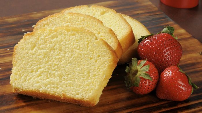 What Is an Easy Recipe for Homemade Butter Pound Cake?