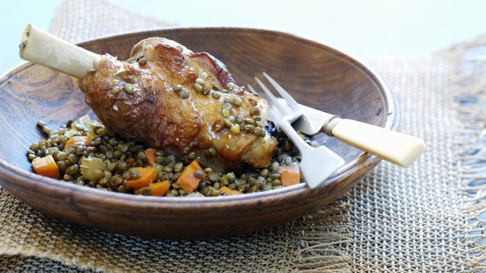 How Do You Make Lamb Shanks in a Slow Cooker?