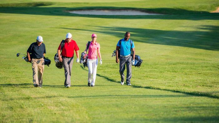 What Does a Golf Club Membership Typically Include?
