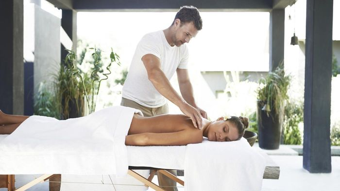 What Information Should a Massage Therapist Include in Her Resume?
