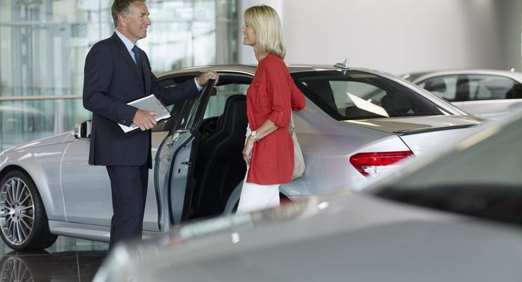 What Is an Auto Sales College?