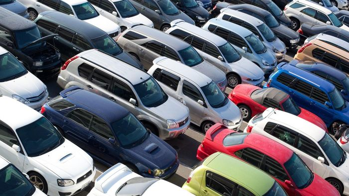 What Are Tips for Buying a Vehicle at a Public Auction?