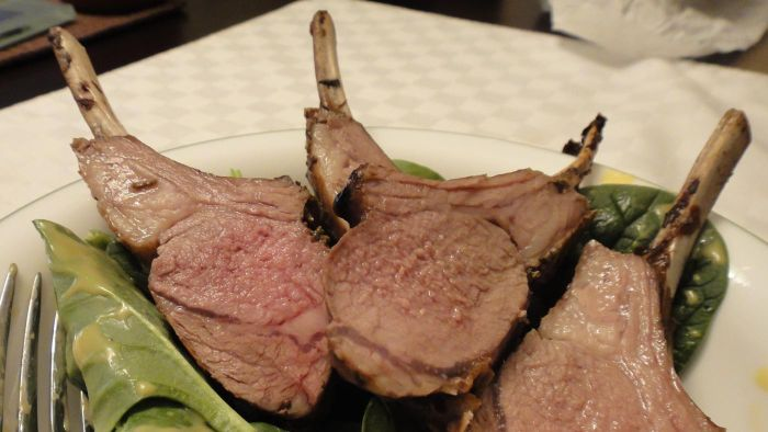 How Do You Calculate the Cooking Time for a Rack of Lamb?