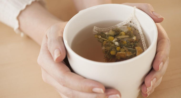 What Are the Uses and Benefits of Chamomile Tea?