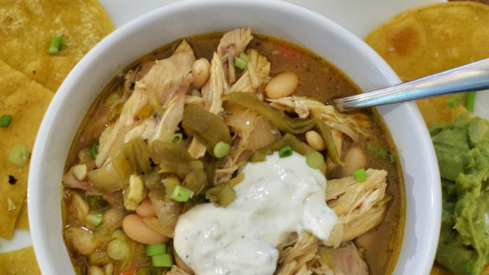 What Is an Easy Recipe for White Chicken Chili?