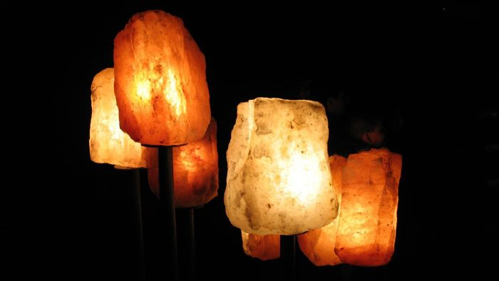 What are the health benefits of salt lamps?