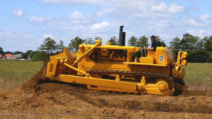 What Are Some Specs for a Caterpillar D4 Crawler Tractor?