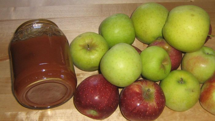What Is an Easy Recipe for Apple Butter?