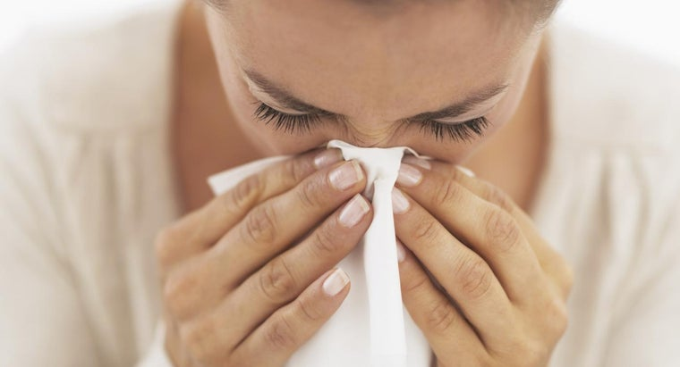What Are Some Signs and Symptoms of a Mold Allergy?