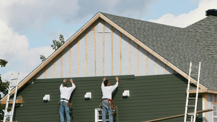 What Are Some Differences Between Aluminium Siding and Vinyl Siding?