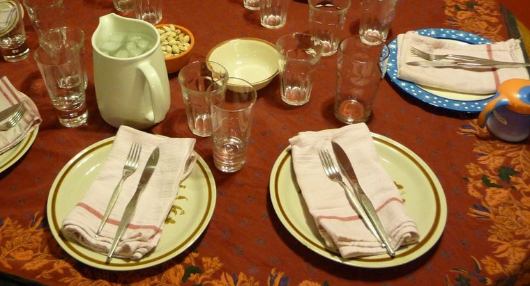 Where Can You Find Place Setting Rules for the Dinner Table?