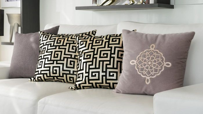 How Do You Make a Decorative Pillow Yourself?