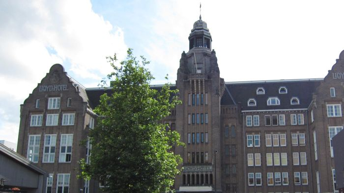 What are some luxury hotels in Amsterdam?