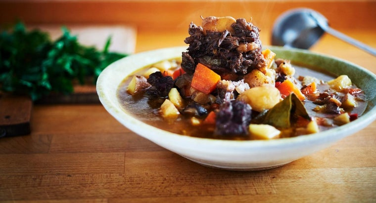 How Do You Cook Oxtail in a Slow Cooker?