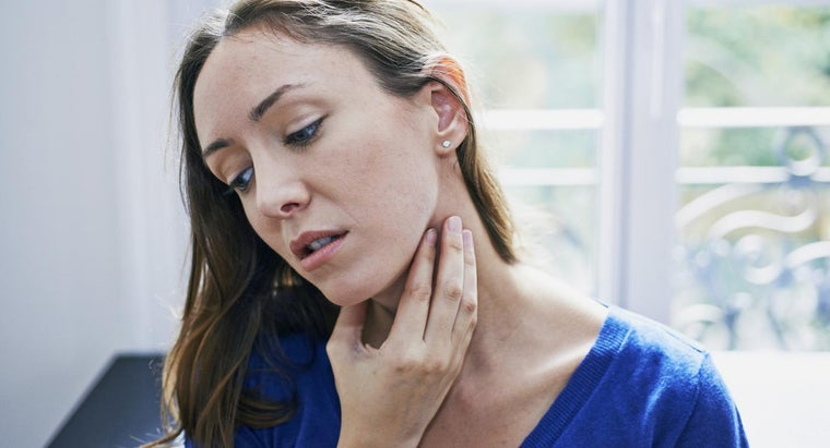 What Are Some Symptoms of a Throat Allergy?