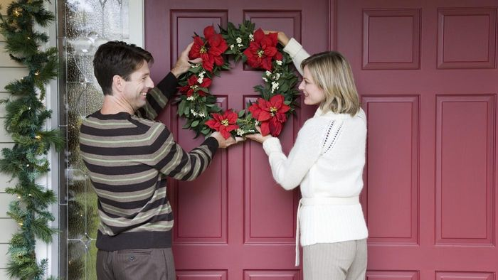 When Should You Hang a Wreath on Your Front Door?
