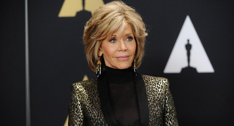 What Are Some Style Suggestions for a Haircut Like Jane Fonda?