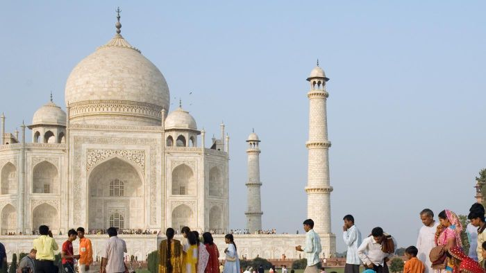 What Are Some Facts About the Taj Mahal?