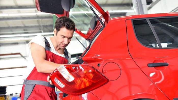 How Do You Replace a Tail Light on Your Vehicle?