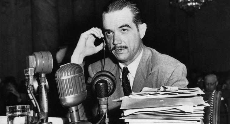 What Is a Biography of Howard Hughes?