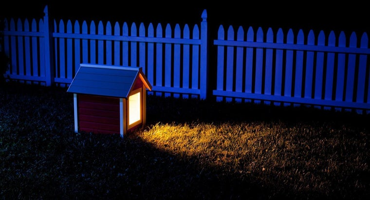 How Does a Dog House Heat Lamp Work?