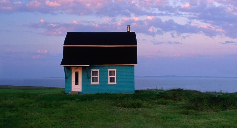Where Can You Find Photos of Tiny Houses Online?