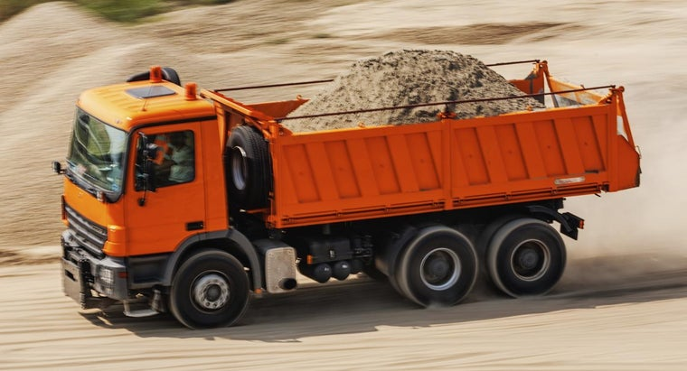 What Should You Look for in a Hydraulic Dump Trailer?