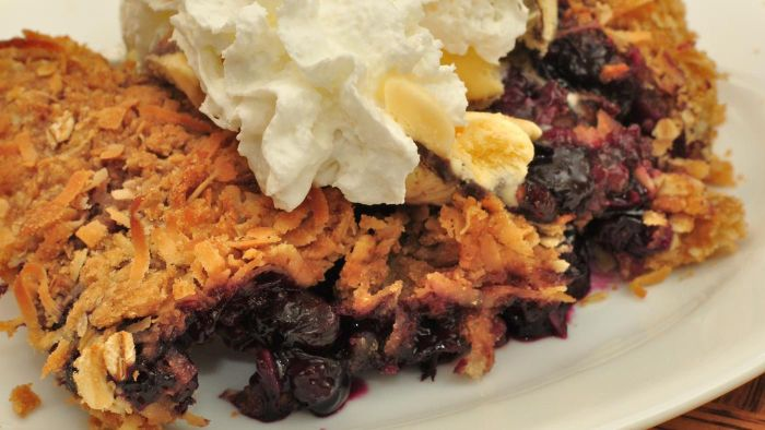 How Many Eggs Are Used in a Blueberry Crisp Recipe?