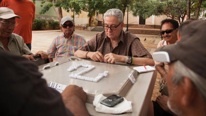 What Are the Rules for Dominoes?