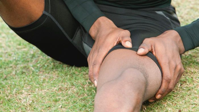 What are some possible causes of severe thigh pain?