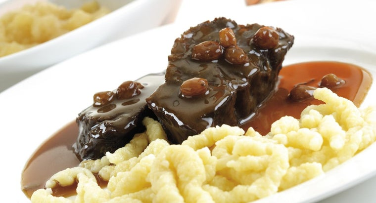 What Are Some Easy Raisin Sauce Recipes?