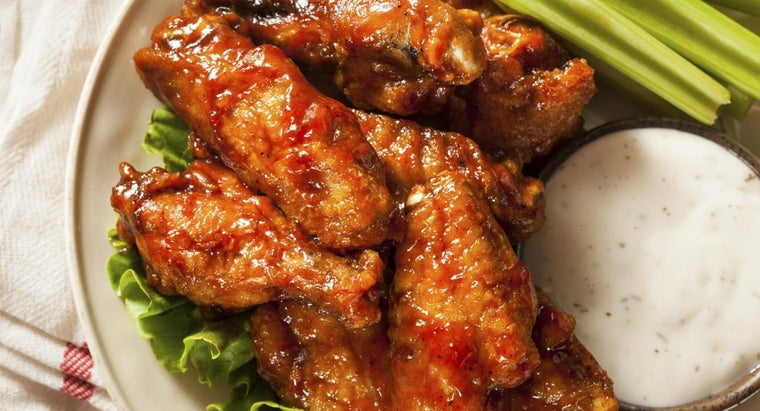 What Is an Easy Recipe for Hot Wings?