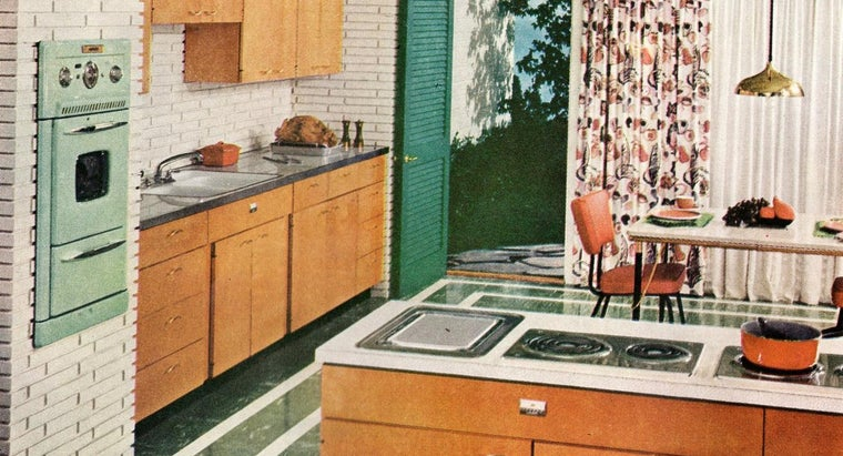 What Are the Characteristics of Vintage Kitchen Ranges?