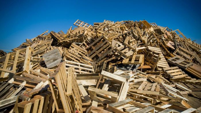 What Are Some Good Sources for Finding Free Used Pallets?
