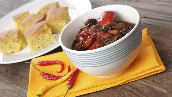 What Is a Simple Recipe for Making Vegetarian Chili?