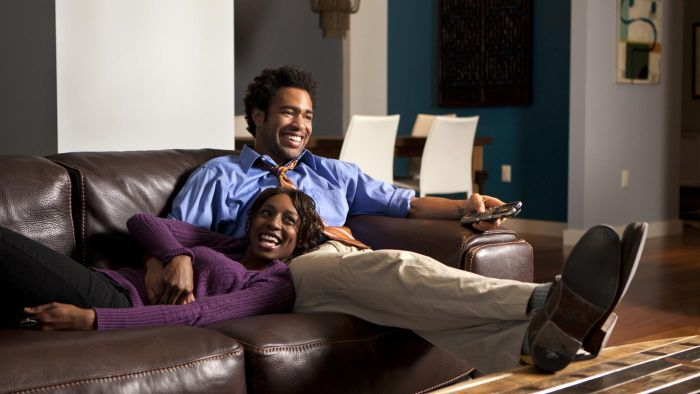 Where Can You Check Your Local Weekly TV Schedule Online?